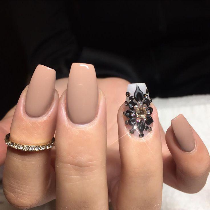 705c318b8c38854b460865ee6a622734 125 years of Fingernails Trends Development