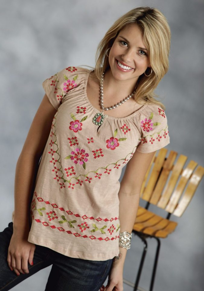 Embroidered-cotton-blouse-675x963 6 Stylish Fall Outfits for School