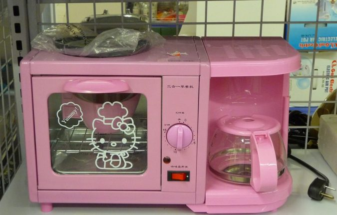 Hello-Kitty-coffee-maker-toaster-and-oven-675x431 9 Unusual «Hello Kitty» Products!