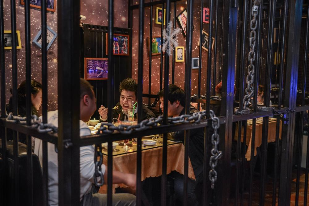 Prison-Restaurant-Guys-at-the-table 10 Most Unusual Restaurants in The World