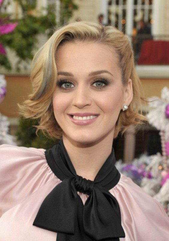 blonde-and-pastels-7 80+ Marvelous Color Ideas for Women with Short Hair