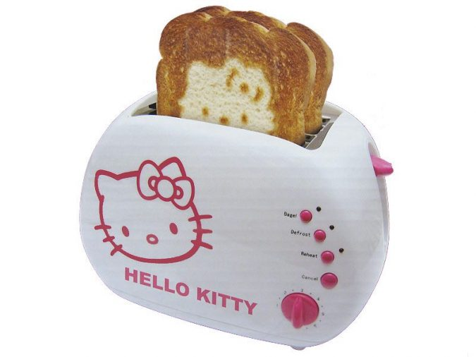 hello-kitty-toaster-675x506 9 Unusual «Hello Kitty» Products!