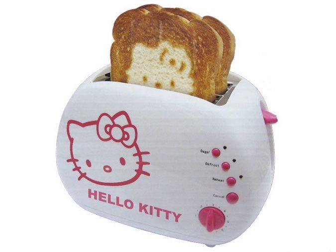 hello-kitty-toaster-675x506 9 Unusual «Hello Kitty» Products!