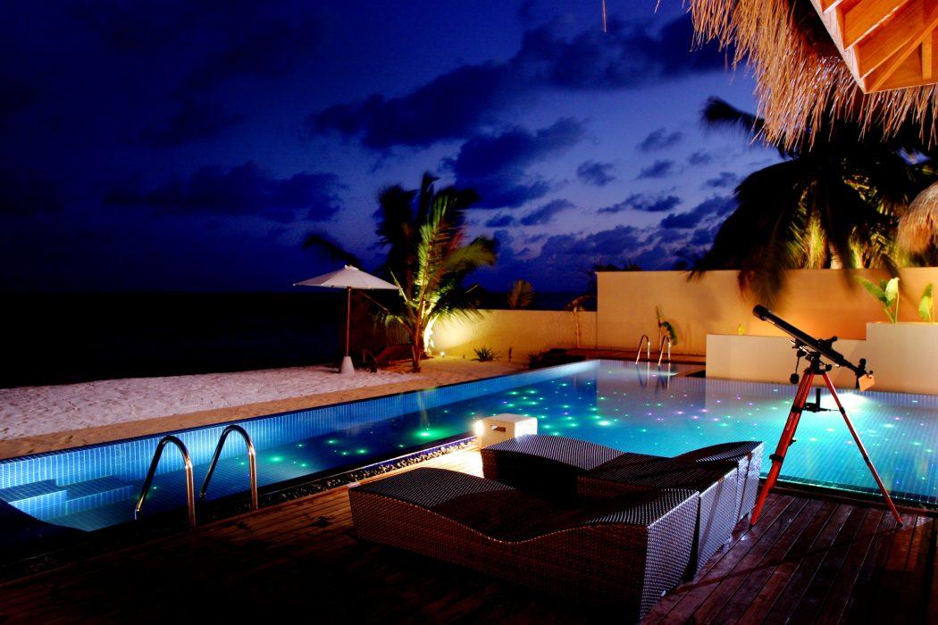 huvafen-fushi-resort-in-the-maldives-beach_pavilion3 10 World's Most Unusual Restaurants