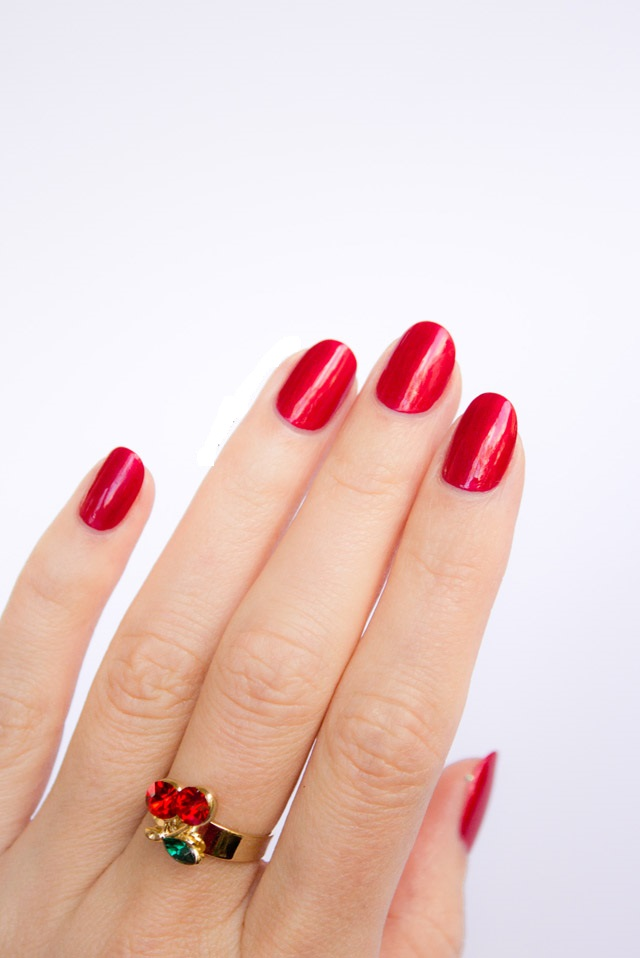 perfect-red-nails-oval-shape 125 years of Fingernails Trends Development