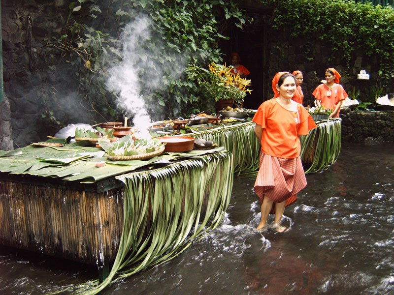 waterfall-restaurant-villa-escudero-phillippines-4 10 Most Unusual Restaurants in The World 2018