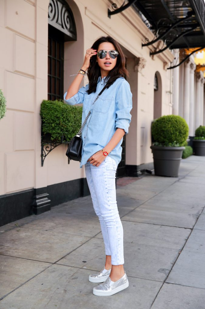 1.-casual-chic-outfit-with-metallic-sneakers-675x1013 10 Stylish Spring Outfit Ideas for School