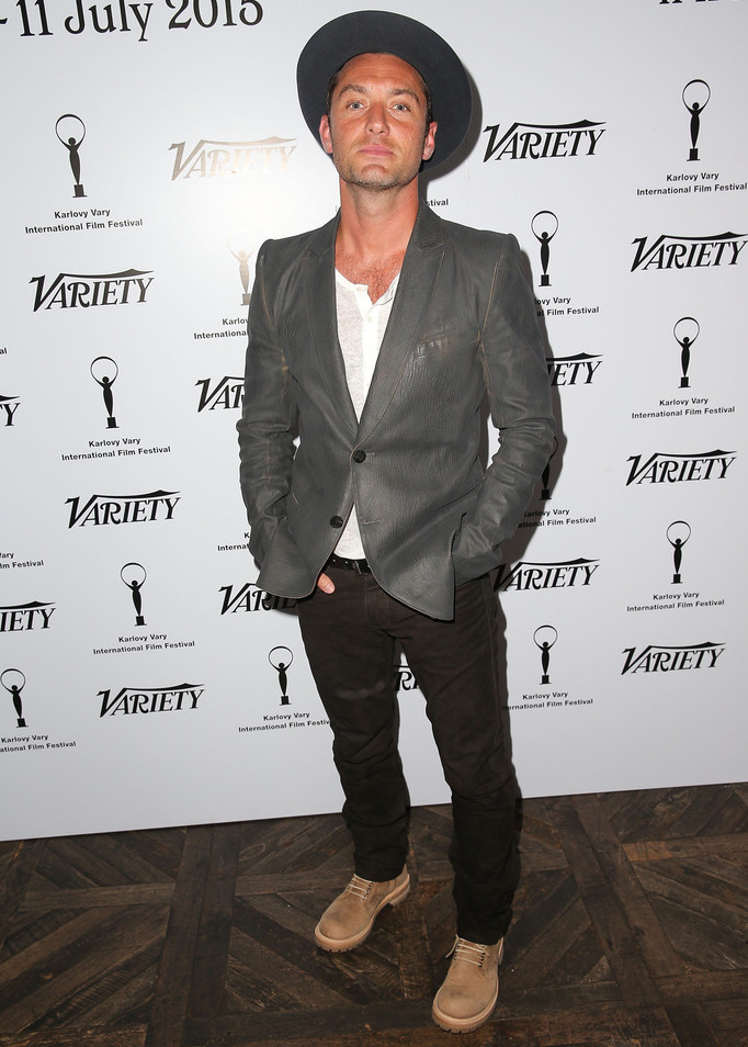 Jude-Law-Karlovy-Vary-International-Film-Festival-Celebration-2015-Picture-Hat 15 Male Celebrities Fashion Trends for Summer 2018
