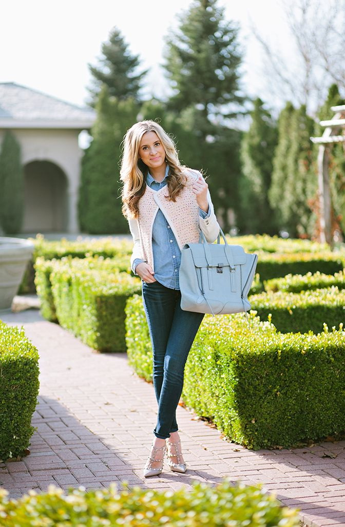 Light-Pink-Cardigan-With-Canadian-Tuxedo 15+ Elegant Working Ladies Spring Outfit Ideas in 2020