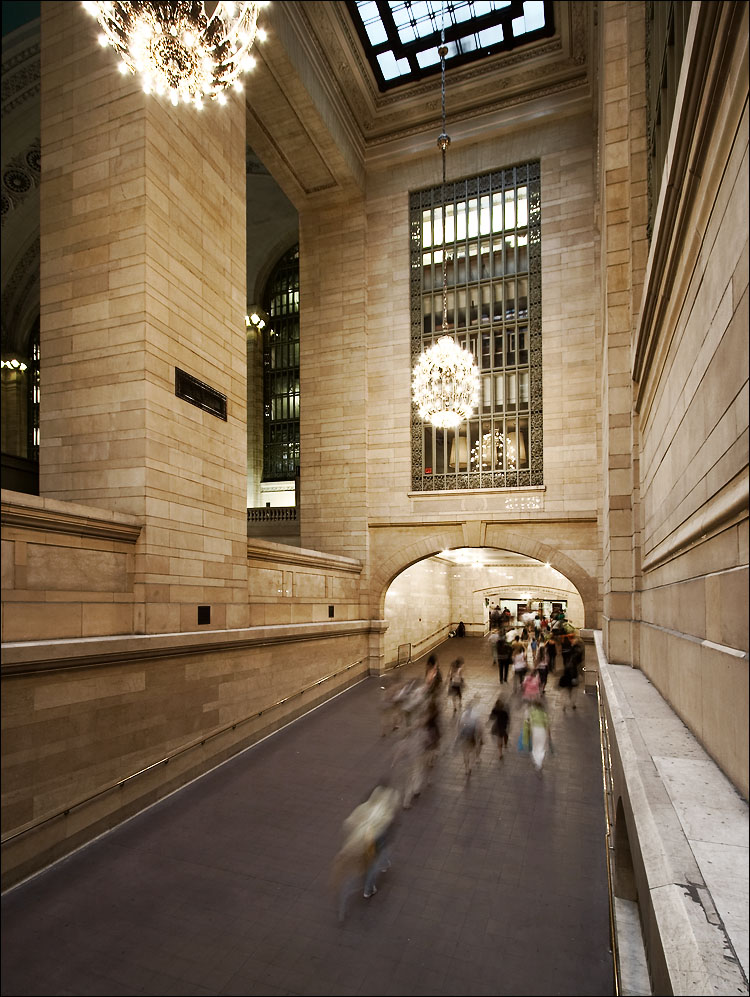 New-York-Grand-Central-Station-Hallway 7 Main Facts About New York City You've Never Known