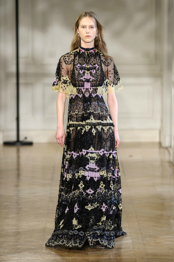 Valentino-Fall-2017-Collection-Paris-Fashion-Week-PFW-Tom-Lorenzo-Site-6 35+ Stellar European Fashions for Spring 2018