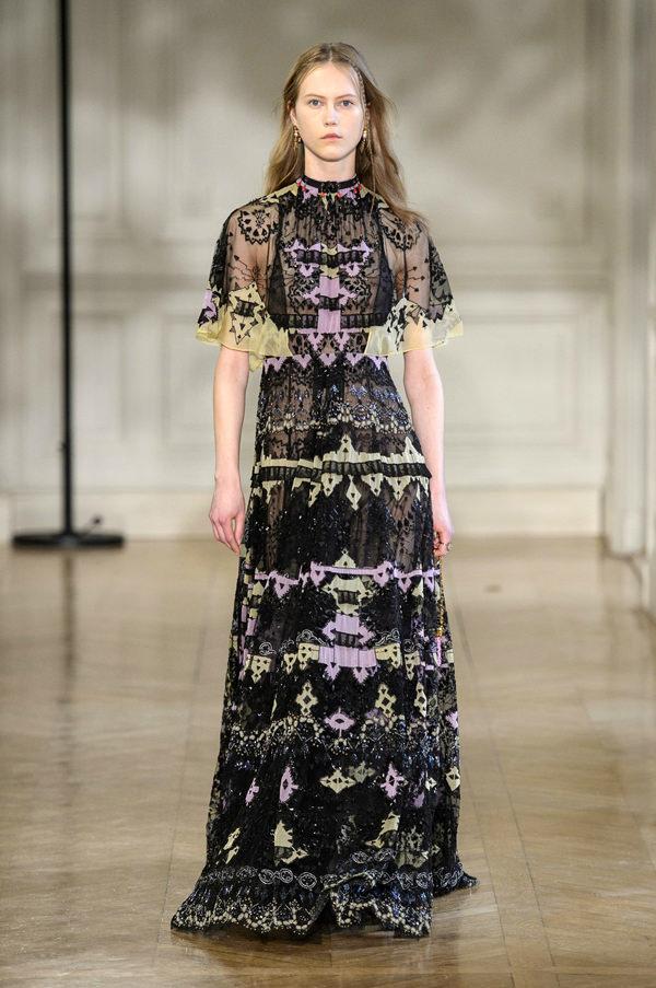 Valentino-Fall-2017-Collection-Paris-Fashion-Week-PFW-Tom-Lorenzo-Site-6 35+ Stellar European Fashions for Spring 2020