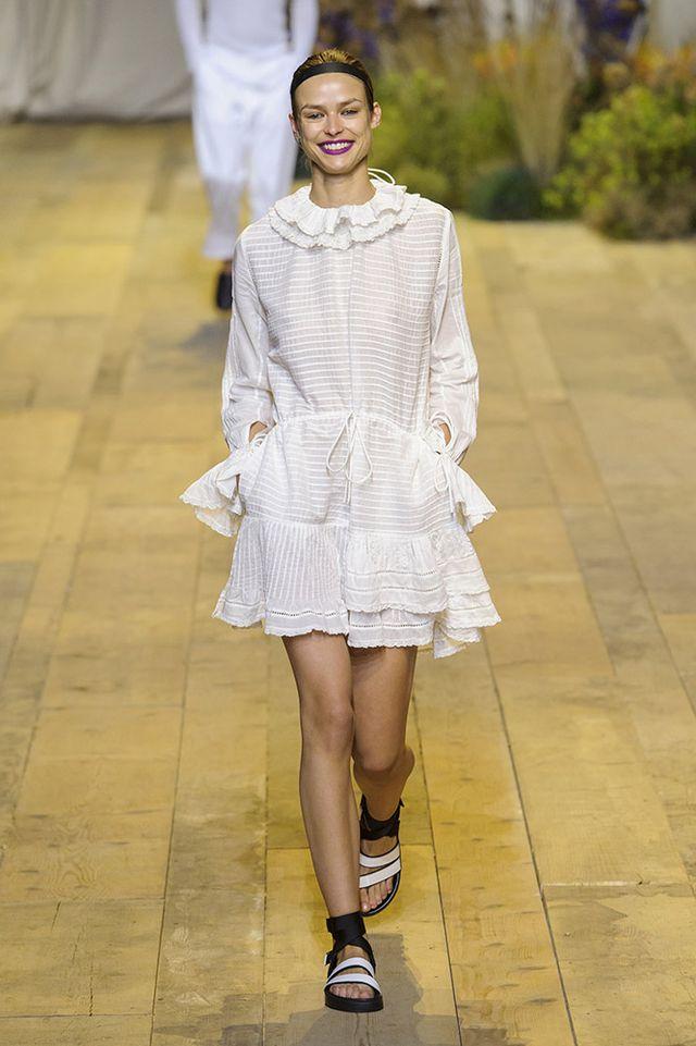 aHR0cCUzQSUyRiUyRmNkbjItd3d3LnRoZWZhc2hpb25zcG90LmNvbSUyRmFzc2V0cyUyRnVwbG9hZHMlMkZnYWxsZXJ5JTJGaG0tc3R1ZGlvLXNwcmluZy0yMDE3JTJGaGVtLXJzMTctMjA1Ni5qcGc 35+ Stellar European Fashions for Spring 2020