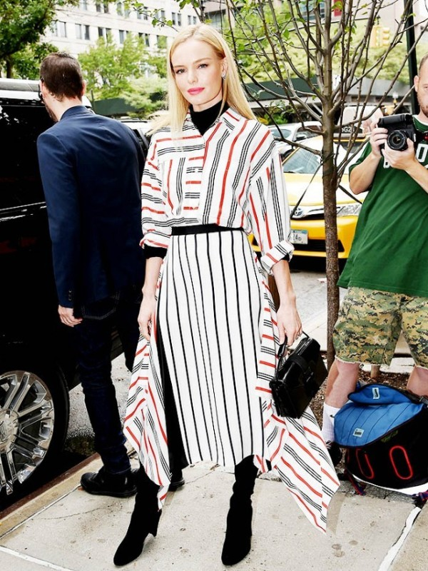 celebrities-in-striped-outfits-18 77+ Elegant Striped Outfit Ideas and Ways to Wear Stripes in 2018