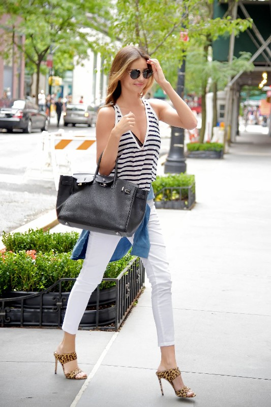 celebrities-in-striped-outfits-4 77+ Elegant Striped Outfit Ideas and Ways to Wear Stripes