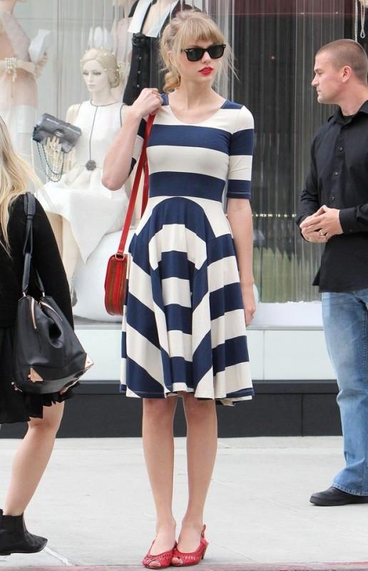 chevron-stripes-2 77+ Elegant Striped Outfit Ideas and Ways to Wear Stripes