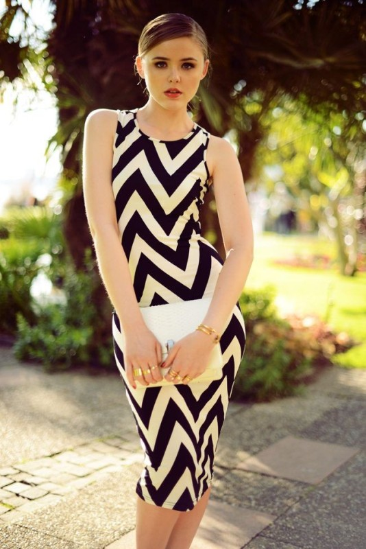 chevron-stripes-7 77+ Elegant Striped Outfit Ideas and Ways to Wear Stripes