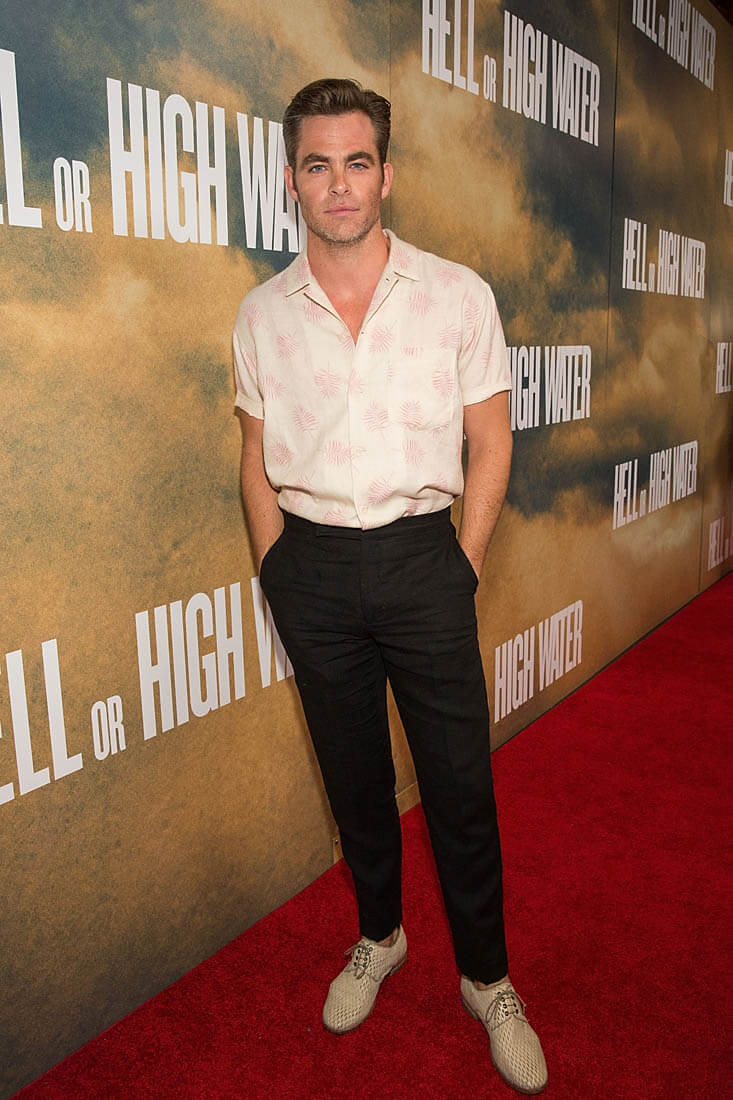 chris-pine-26jul16-07 15 Male Celebrities Fashion Trends for Summer 2020