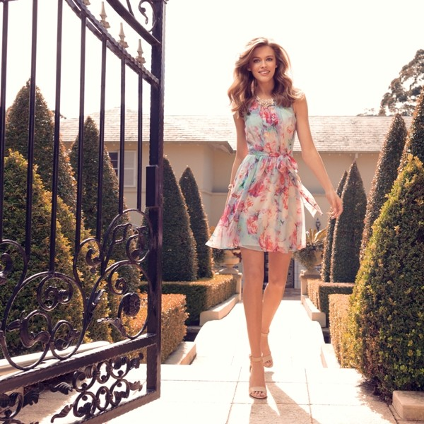 floral-outfits-181 84+ Breathtaking Floral Outfit Ideas for All Seasons