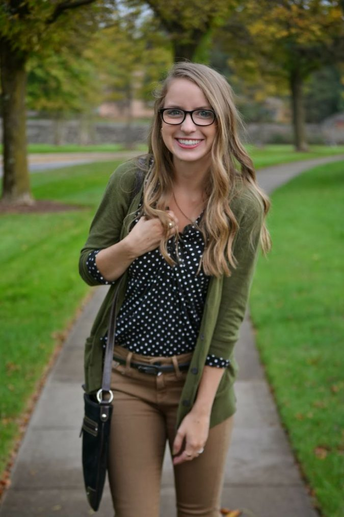 green-cardigan-and-brown-pants-675x1013 15+ Elegant Working Ladies Spring Outfit Ideas in 2018