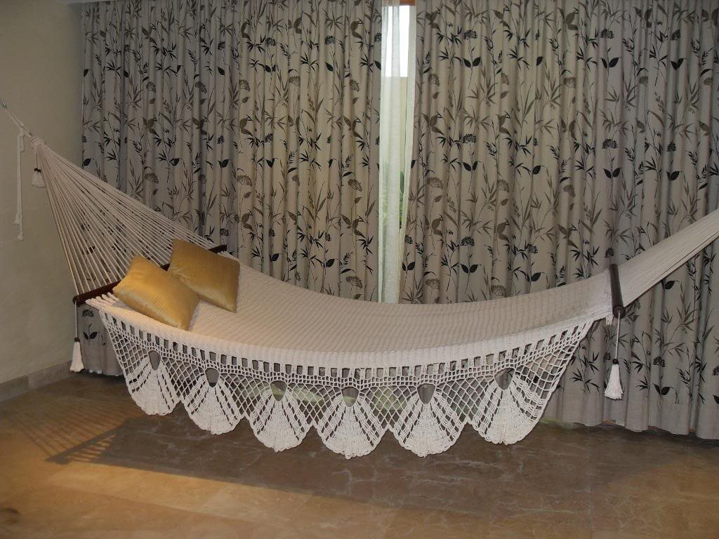 indoor-hammock-bed-decor 12 Unusual Beds That are Innovative