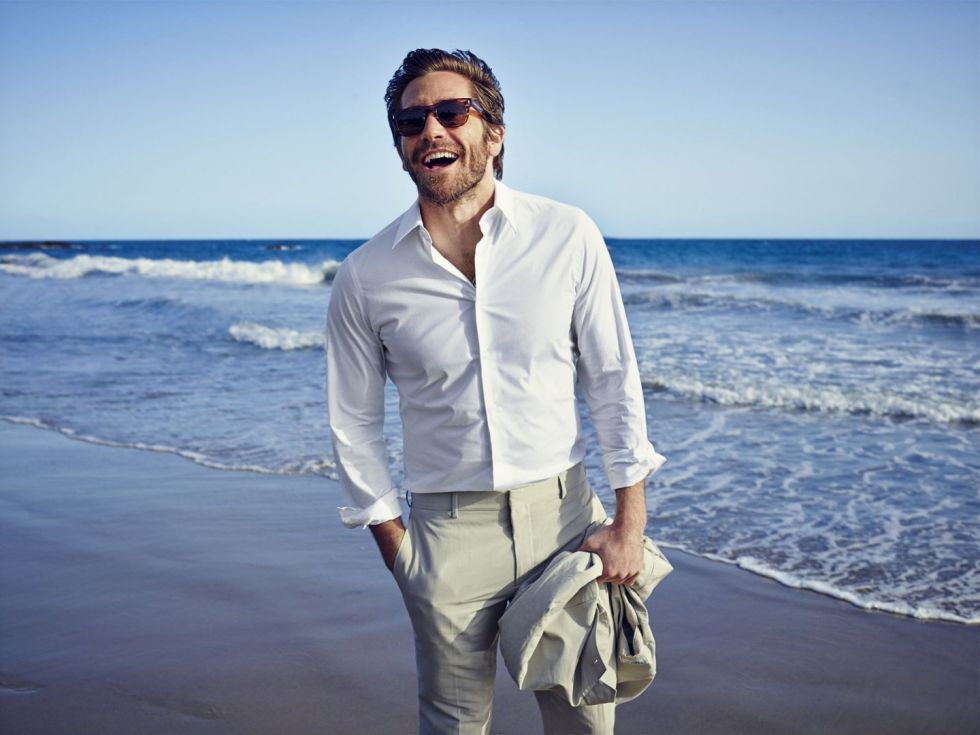 jake-gyllenhaal-california-linen-suit-43 15 Male Celebrities Fashion Trends for Summer 2017