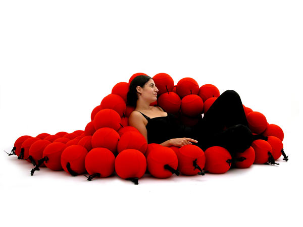 red-feel-deluxe-13 12 Unusual Beds That are Innovative