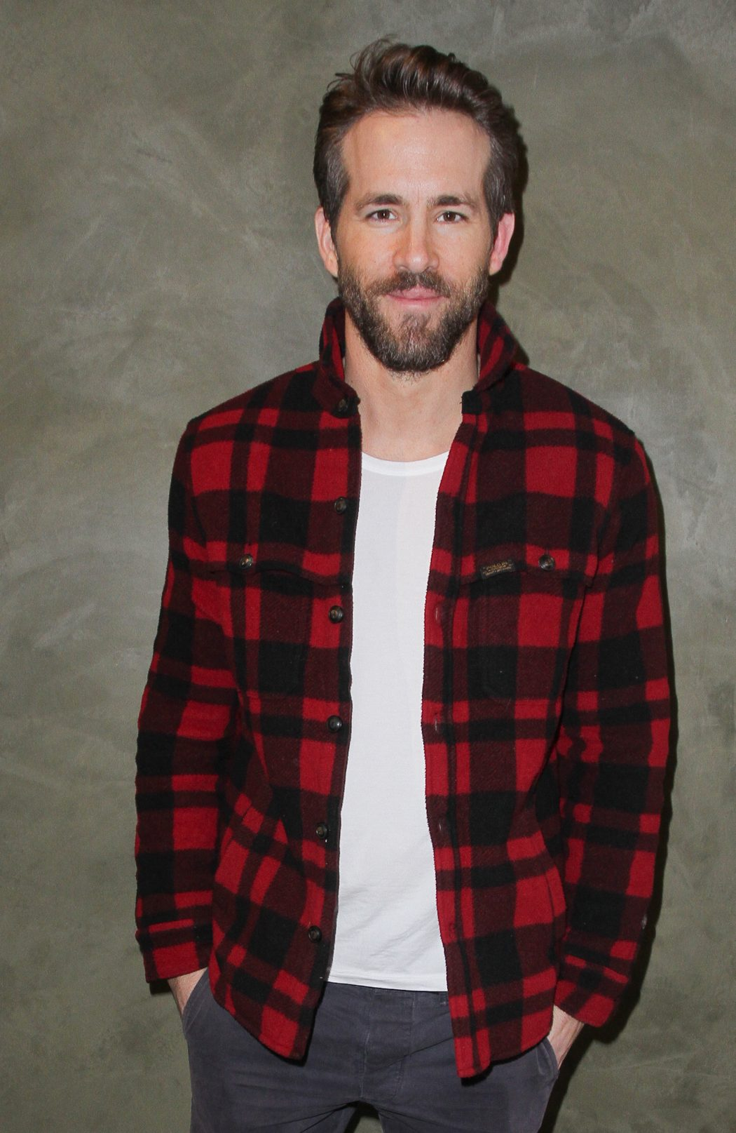 ryan-reynolds 15 Male Celebrities Fashion Trends for Summer 2018