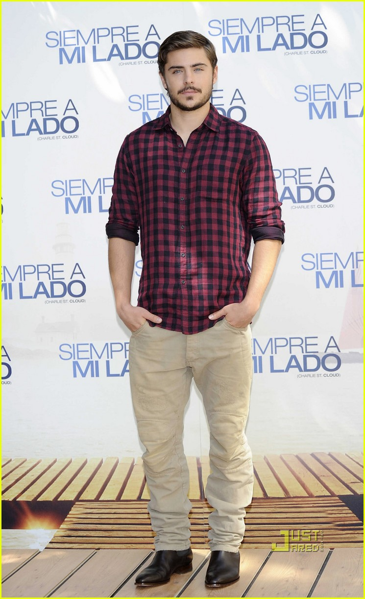 zac-efron-charlie-st-cloud-madrid-photocall-12 15 Male Celebrities Fashion Trends for Summer 2020