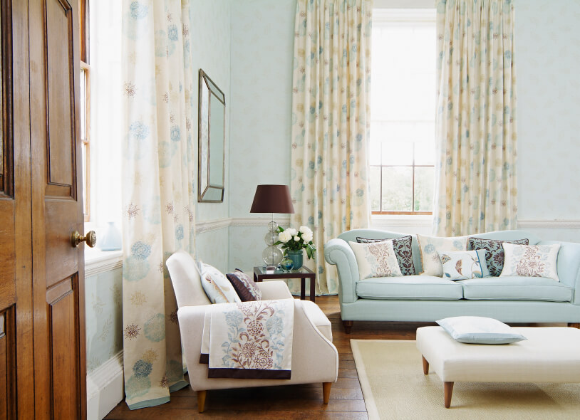 45-living-room-with-curtains 20+ Hottest Curtain Designs for 2018