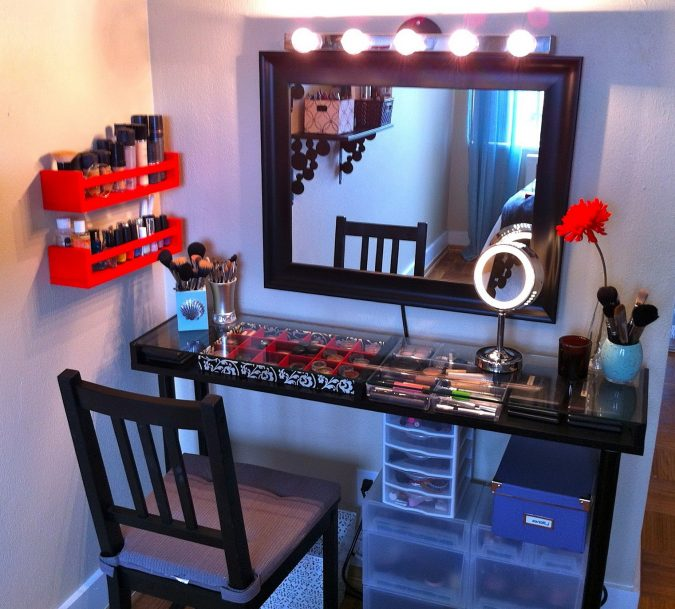 DIY-Makeup-Vanity-with-Lights-675x609 15 Stylish Bedroom & Bathroom Vanities DIY Ideas in 2020