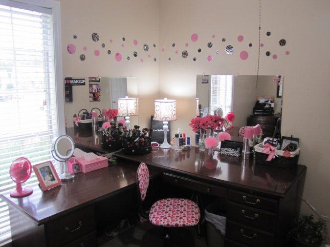 Lavish-black-vanity-table-675x506 15 Stylish Bedroom & Bathroom Vanities DIY Ideas in 2020