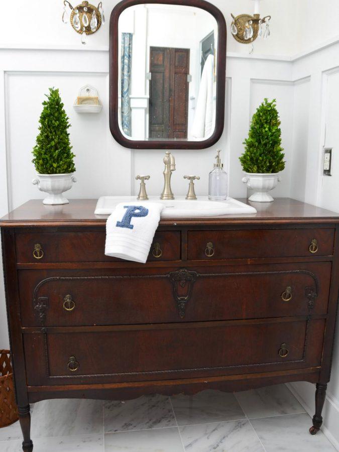 Original_Marian-Parsons-Dresser-Vanity-Beauty-675x900 15 Ideas to DIY Your Stylish Bedroom & Bathroom Vanities
