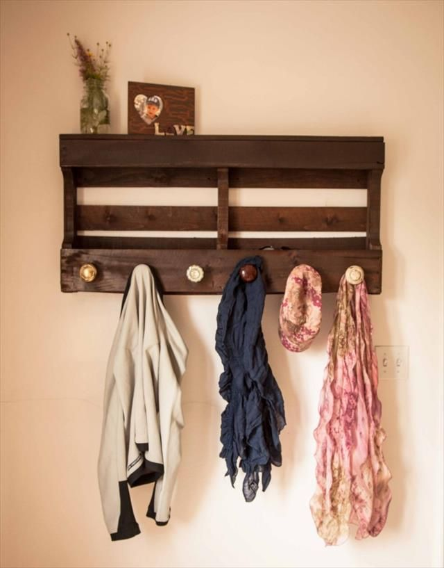 Pallet-wall-rack-2 11 Charming Rustic Home Decors & Living Sets Trends in 2018