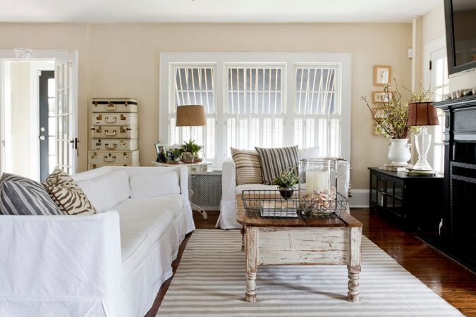 White-Farmhouse-Coffee-Table-Ideas-675x450 11 Charming Rustic Home Decors & Living Sets Trends in 2018