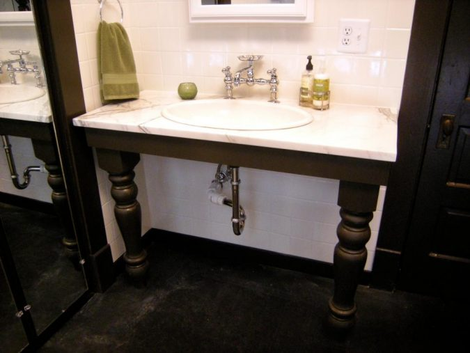 bathroom-vanity-table-675x507 15 Ideas to DIY Your Stylish Bedroom & Bathroom Vanities