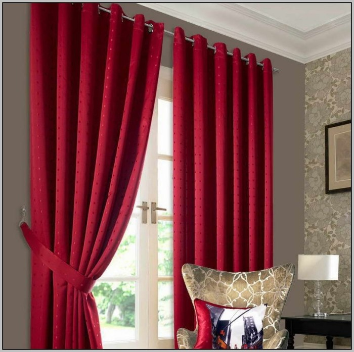 grey-and-red-striped-curtains-700x697 20+ Hottest Curtain Design Ideas for 2020