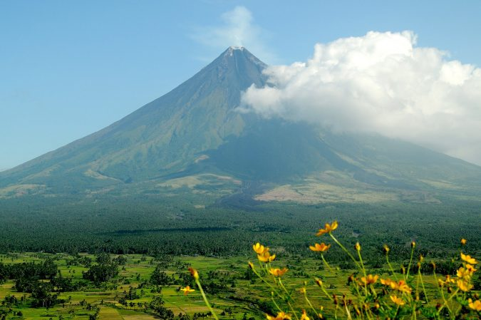 mayon-volcano-1-675x449 Top 10 Most Attractive Places you Should Visit in Philippines