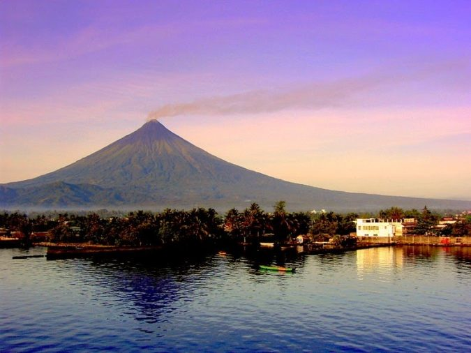 mayon-volcano-675x506 Top 10 Most Attractive Places you Should Visit in Philippines