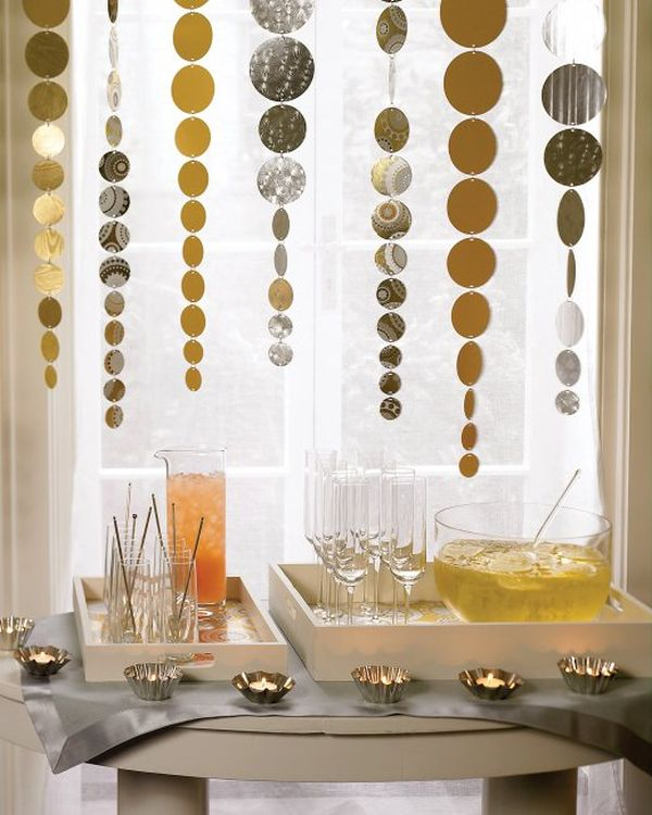 new-years-streamers 25+ New Year Eve Decoration Ideas for a Blasting Party