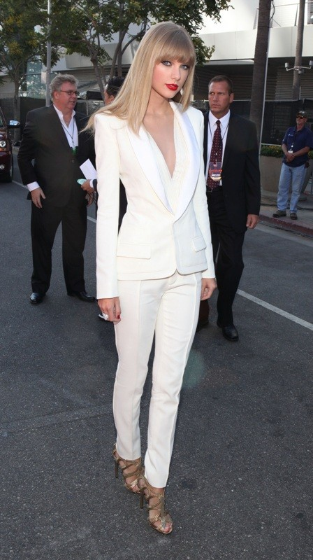 pantsuits-2-1 87+ Elegant Office Outfit Ideas for Business Ladies in 2021