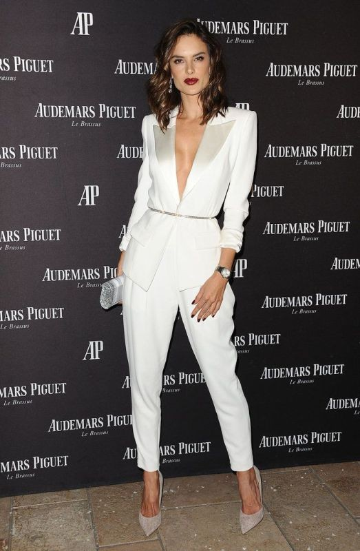 pantsuits-3-1 87+ Elegant Office Outfit Ideas for Business Ladies in 2021