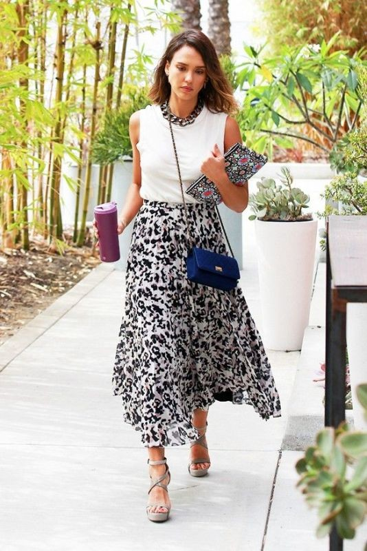 sleeveless-blouses-and-tank-tops-12-1 87+ Spring & Summer Office Outfit Ideas for Business Ladies 2017