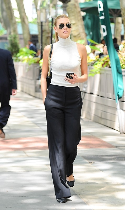 sleeveless-blouses-and-tank-tops-3-1 87+ Spring & Summer Office Outfit Ideas for Business Ladies 2018