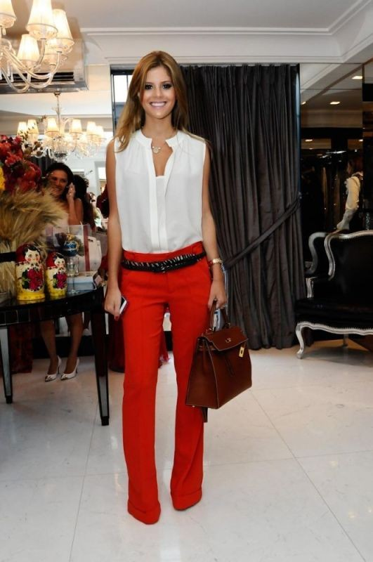 sleeveless-blouses-and-tank-tops-4-1 87+ Spring & Summer Office Outfit Ideas for Business Ladies 2017