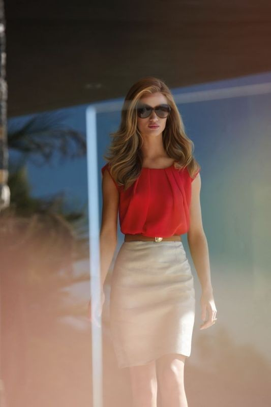 sleeveless-blouses-and-tank-tops-7-1 87+ Elegant Office Outfit Ideas for Business Ladies in 2020