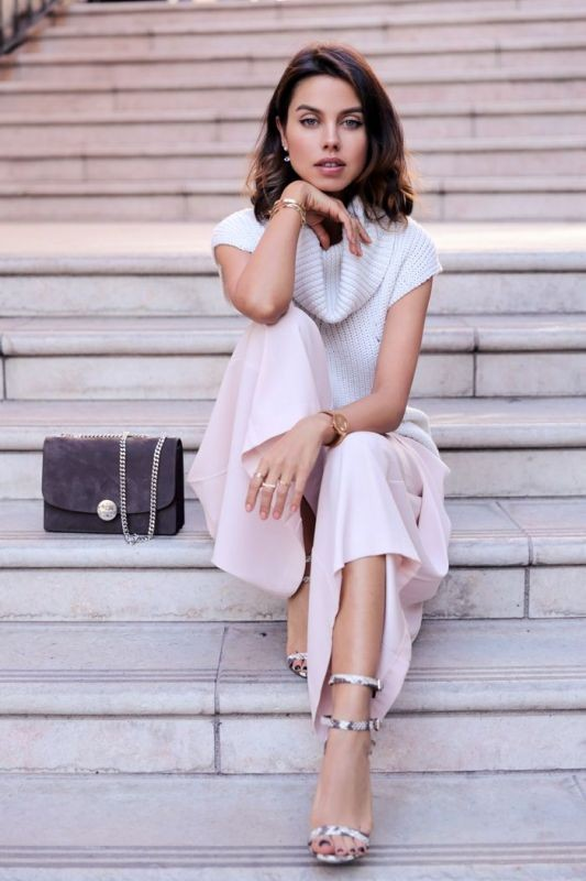 sleeveless-blouses-and-tank-tops-9-1 87+ Spring & Summer Office Outfit Ideas for Business Ladies 2017