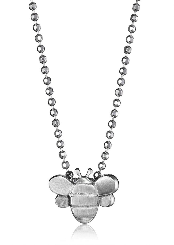 Alex-Woo-Bee-Pendant-Necklace-675x946 Romantic Gifts For Your Lady on the Valentine's Day 2018