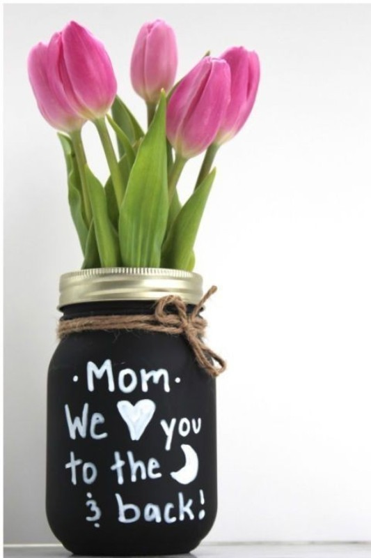 Chalkboard-Mason-Jar-Vase 35 Unexpected & Creative Handmade Mother's Day Gift Ideas