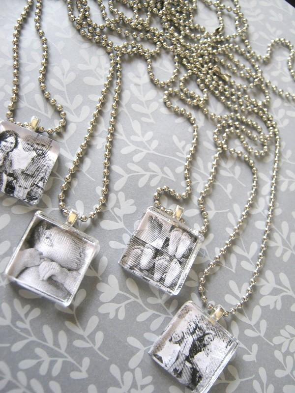DIY-photo-pendants 35 Unexpected & Creative Handmade Mother's Day Gift Ideas